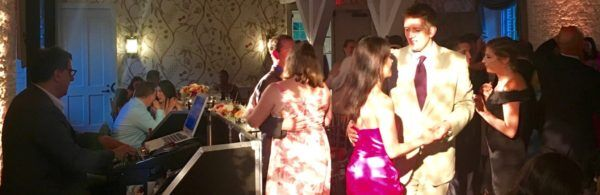 wedding guests dancing to DJ Dave Swirsky Music